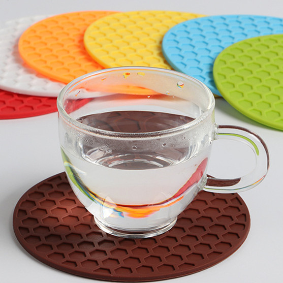 STC02S103R Customized Coffee and Tea Coaster with Beehive Pattern Made of Silica Gel